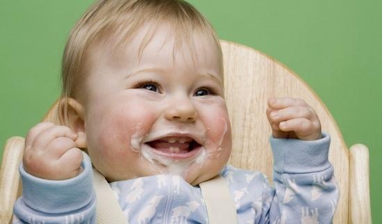Фото - Почему после кормления ребенок срыгивает свернувшимся молоком или творожистой массой?