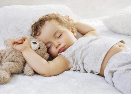 Фото - Какой режим дня нужен годовалому ребёнку: распорядок по часам