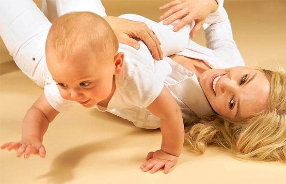Фото - Когда  ребенок начинает ползать?