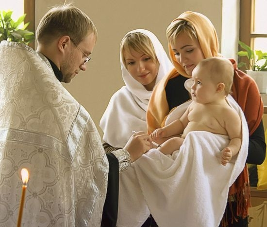 Фото - Крещение ребенка: правила для крестной мамы. Чем отличается обряд крещения мальчика и девочки?