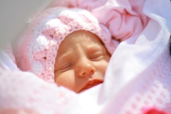 Фото - Уход за новорожденной девочкой